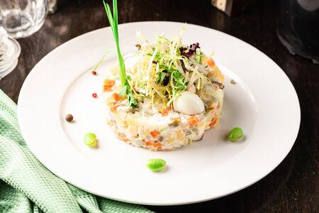 Салат Оливье с телячьим языком и яйцами перепёлки