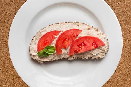 Бутерброд с сыром и тунцом