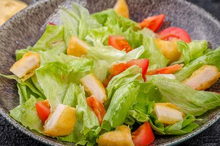 Овощной салат с наггетсами