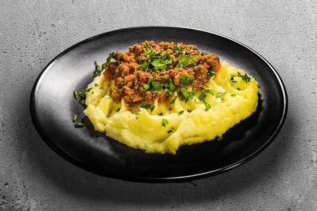Картофельное пюре с мясным соусом