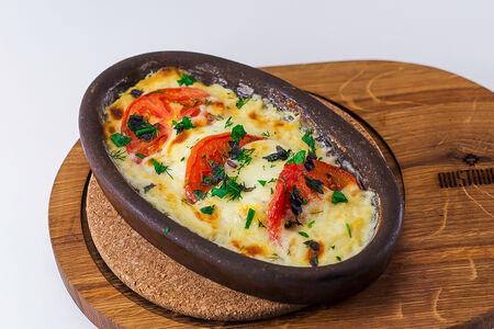 Сыр сулугуни на кеци с помидорами