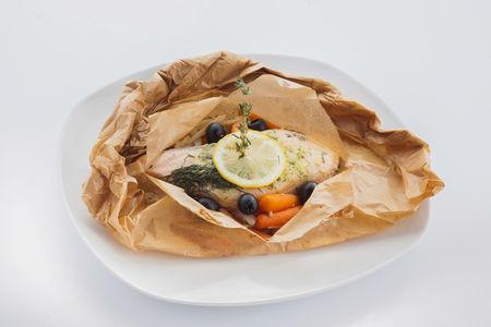 Филе морского окуня в пергаменте