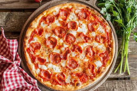 Пицца с салями сальсичча пиканте