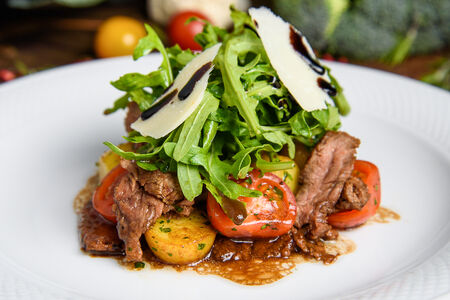 Тёплый салат c телятиной