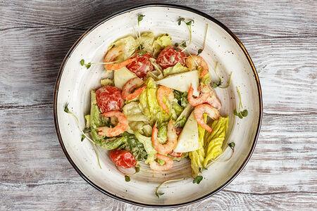 Салат с копчеными креветками и кальмаром