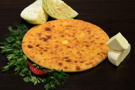 Осетинский пирос с сыром и капустой