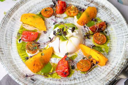Салат Буррата с томатами