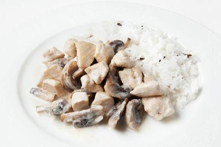 Куриное фрикасе с грибами и рисом