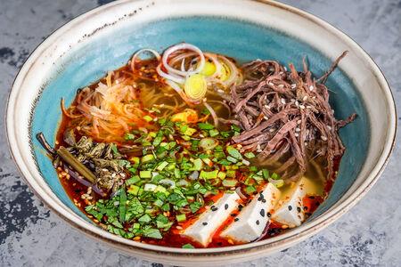 Корейский острый суп Юккедян