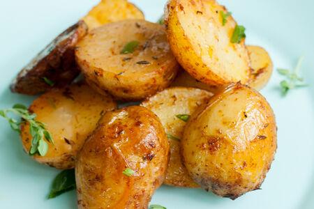 Мини-картофель в травах