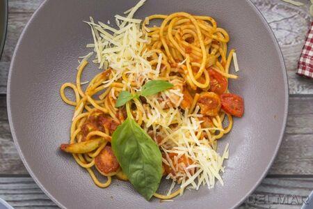 Спагетти с креветками и томатами черри
