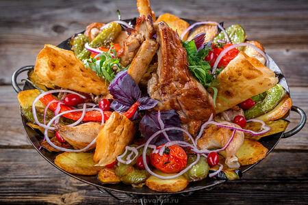 Ассорти из мяса телятины, баранины, цыпленка с овощами