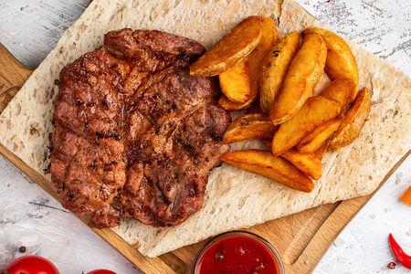Стейк из свинины с картофелем айдахо
