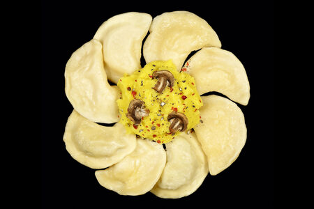Веганские вареники МашрумПели с картофелем и грибами