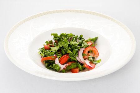Салат из помидоров с крымским луком