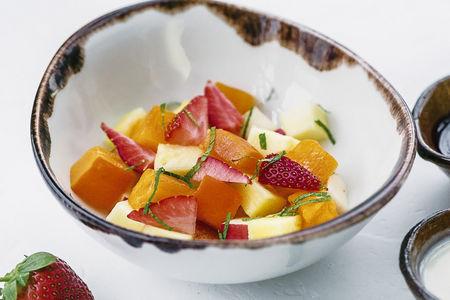 Фруктовый салат с ванильным соусом