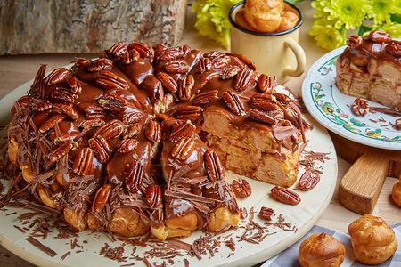 Профитролевый торт с орехом пекан