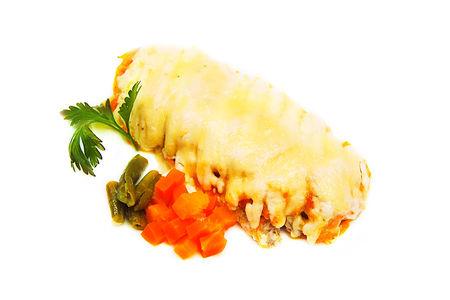 Кета, запеченная с овощами