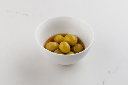 Зеленые оливки в маринаде