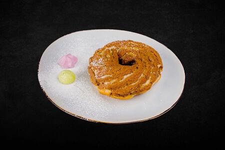 Пирожное Пари-Брест с кофейным кремом и карамелью