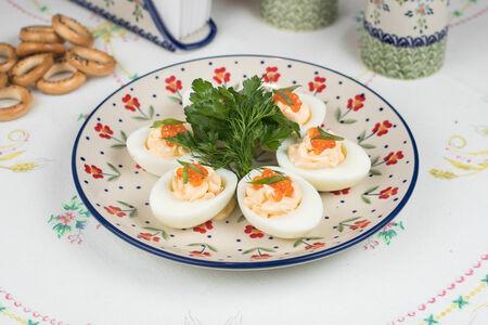 Яйца под майонезом с красной икрой