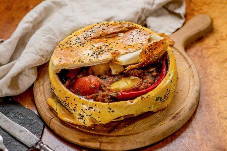 Говядина по-Боярски в запеченном хлебе