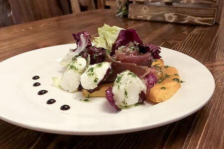 Салат с печёной тыквой и вяленой уткой