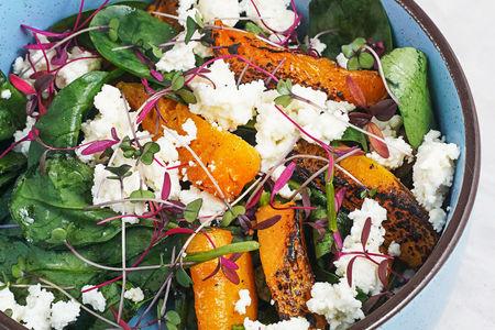 Салат с печеной тыквой и сыром рикотта