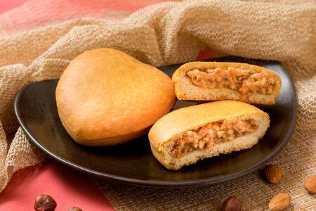 Пирог с орехом и сгущенным молоком
