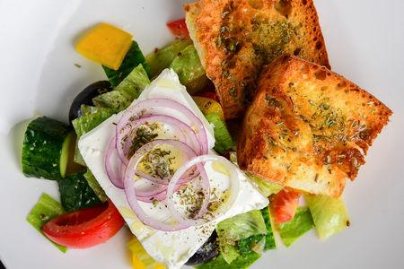 Салат Греческий с хрустящей чиабаттой