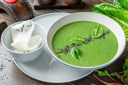 Крем-суп из шпината с кокосовым молоком