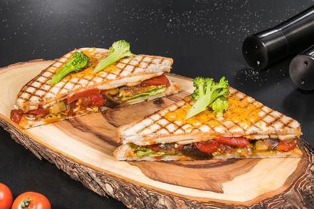 Сэндвич на гриле с овощами