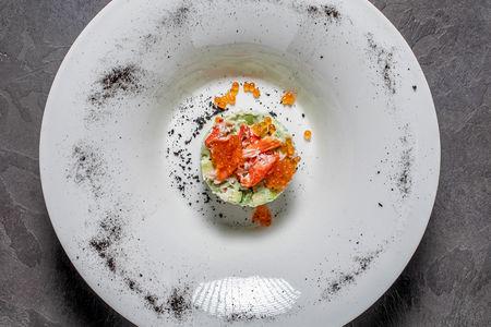 Салат с мясом камчатского краба и авокадо