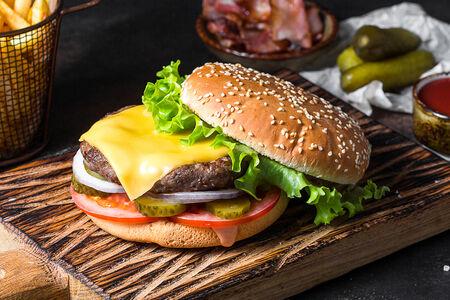 Бургер классический с сыром