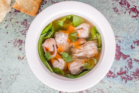Суп с вонтонами  и шпинатом