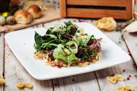 Теплый салат с курицей паназия