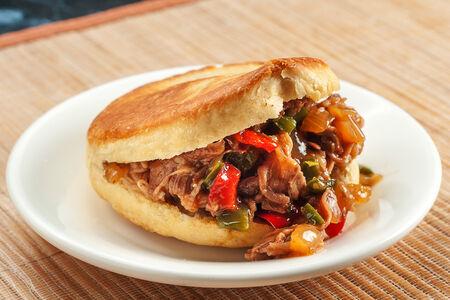 Китайский сэндвич со свининой