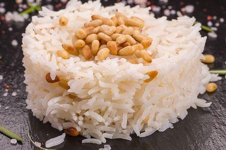 Пряный рис с кедровыми орешками