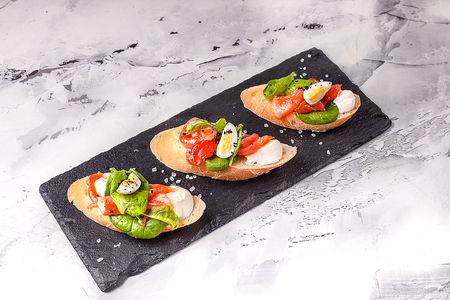 Пинчос с лососем и сливочным сыром