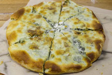 Хачапури с сыром и свежим шпинатом