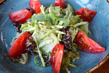 Салат Сулугуни с овощами