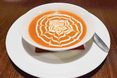 Суп-крем с томатом и беконом