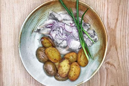 Сельдь с мини-картофелем