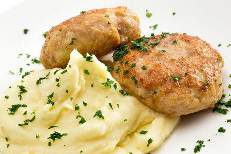Домашние куриные котлетки с картофельным пюре