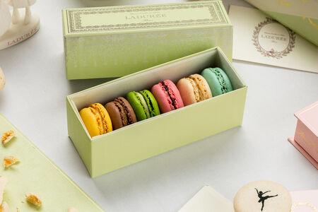 Набор из 6 макарон в коробке Наполеон