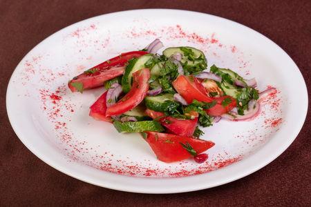 Салат Овощной с орехами по-грузински