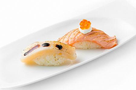 Суши Татаки с лососем и красной икрой