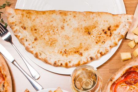 Пицца Кальцоне Кон Формаджио