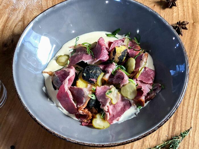 Картофель с копченой говяжьей грудинкой