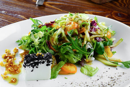 Салат с говядиной и кумкватом